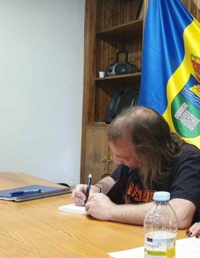 Firma de libros en Ayuntamiento de Villanueva de Ávila